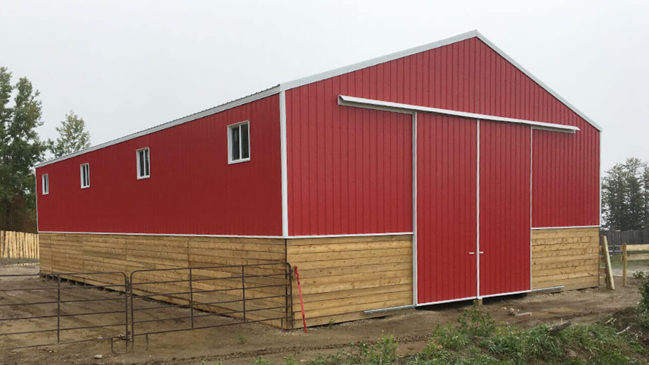 custom-building-calving-barn-red-blue-ridge