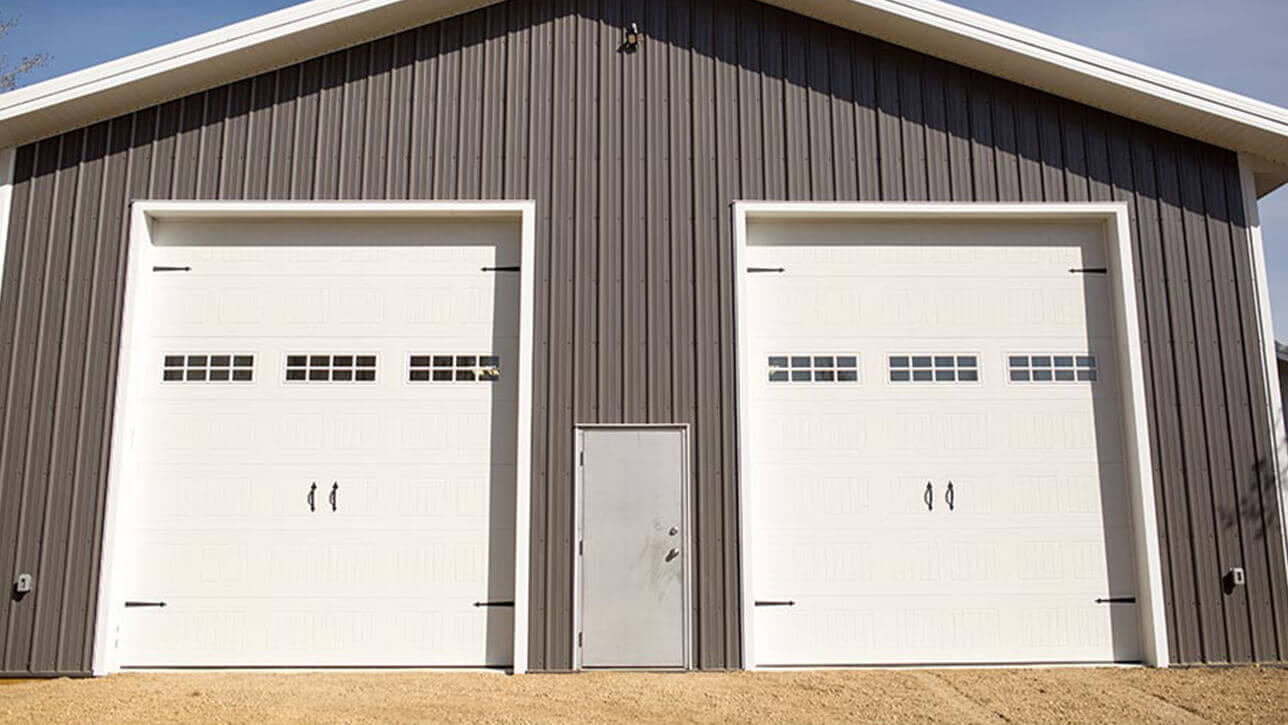 custom-building-shop-horses-overhead-doors-sylvan-lake-grey