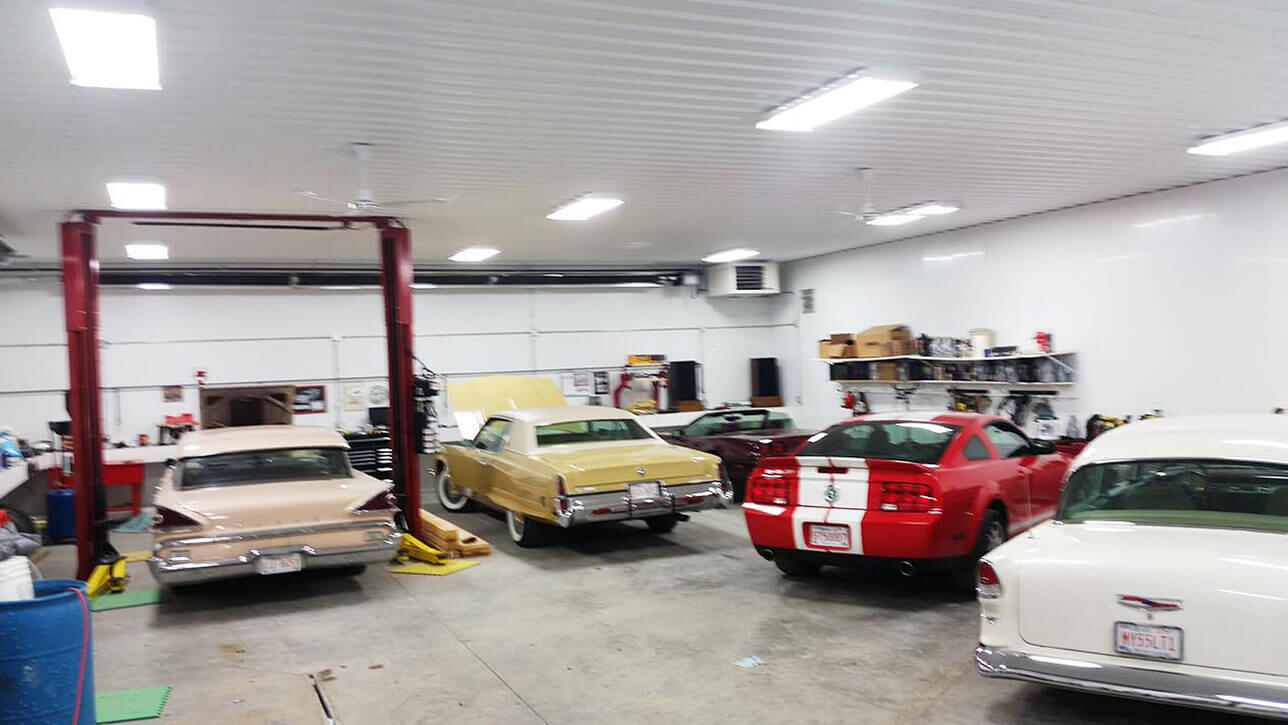 custom-buildings-classic-cars-shop-interior-taber